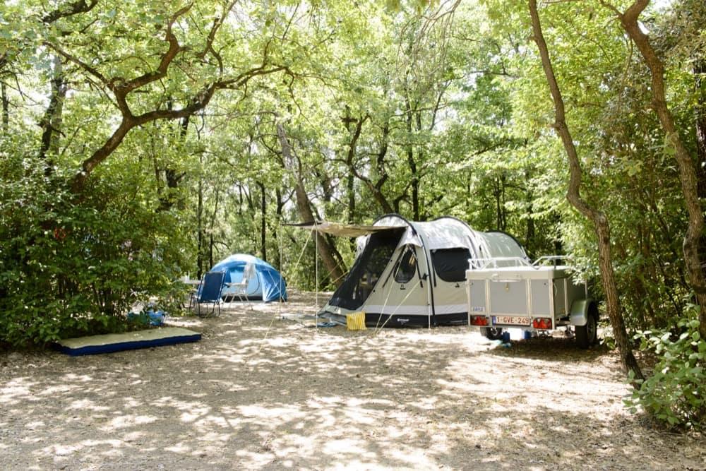 emplacement camping pont du gard